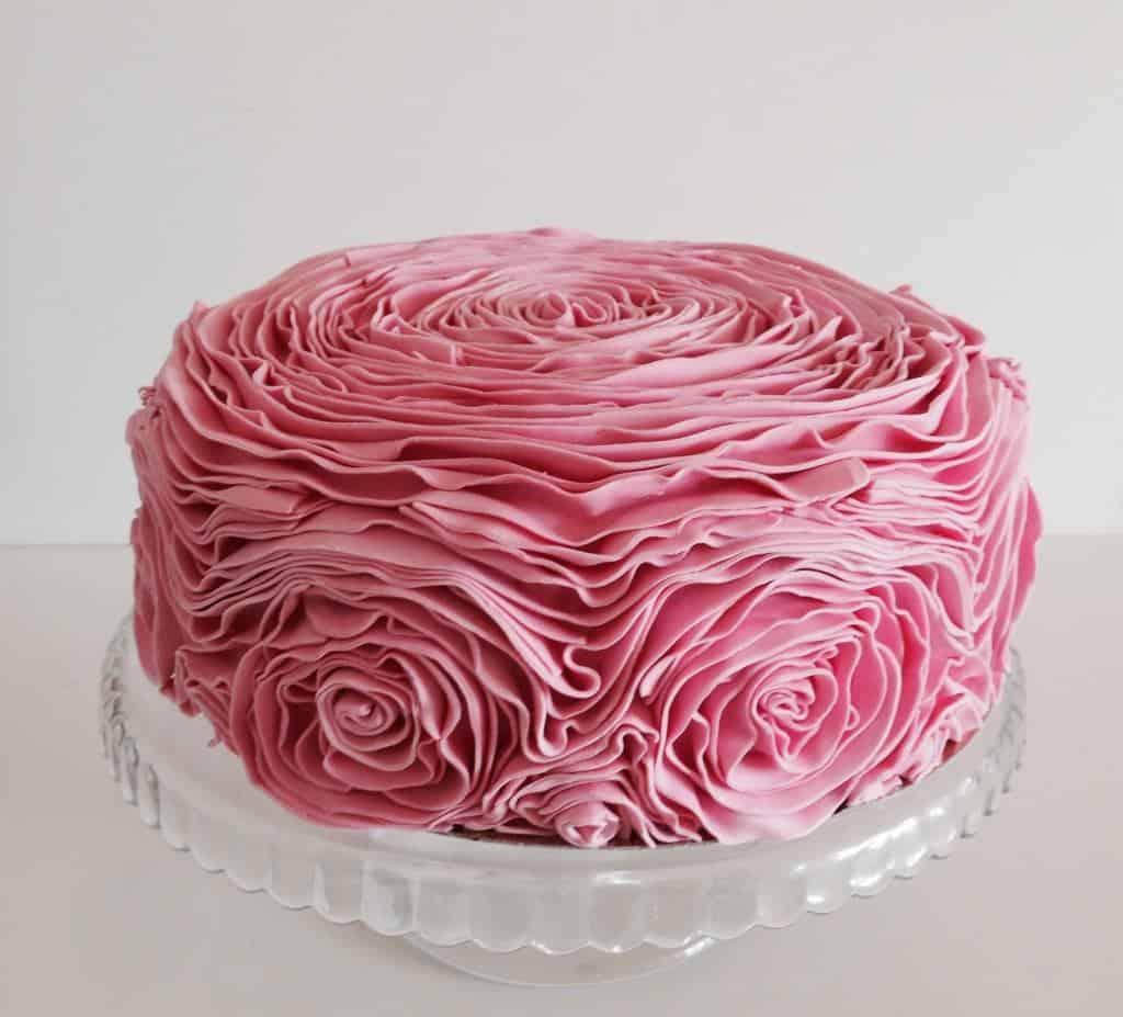 tort-urodzinowy-falbankowy-1024x927.jpg
