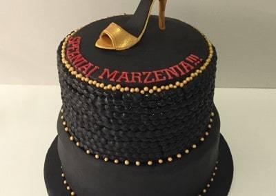 tort szpilka i perły czarne