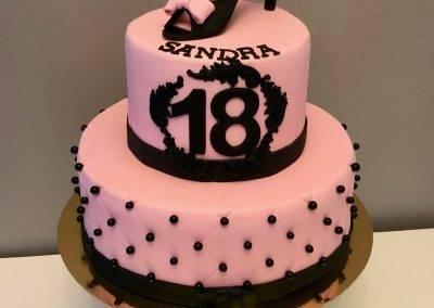 tort urodzinowy na osiemnastkę