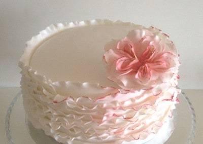 tort falbankowy biały
