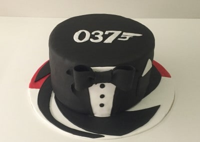 tort james bond czarny