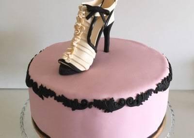 tort szpilka beżowa