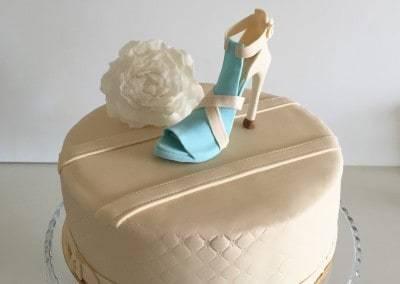 tort szpilka turkusowa