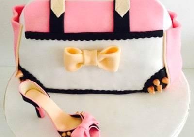 tort urodzinowy torebka z ćwiekami