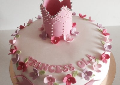 tort z koroną