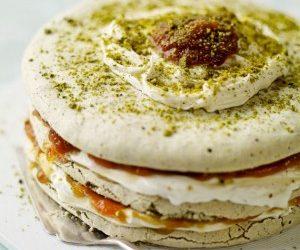 Tort bezowy pistacjowo-cynamonowy