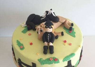 tort z konikami