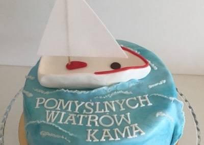 tort z żaglówką