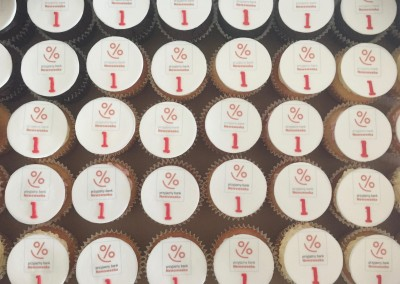 muffinki z logo newsweek