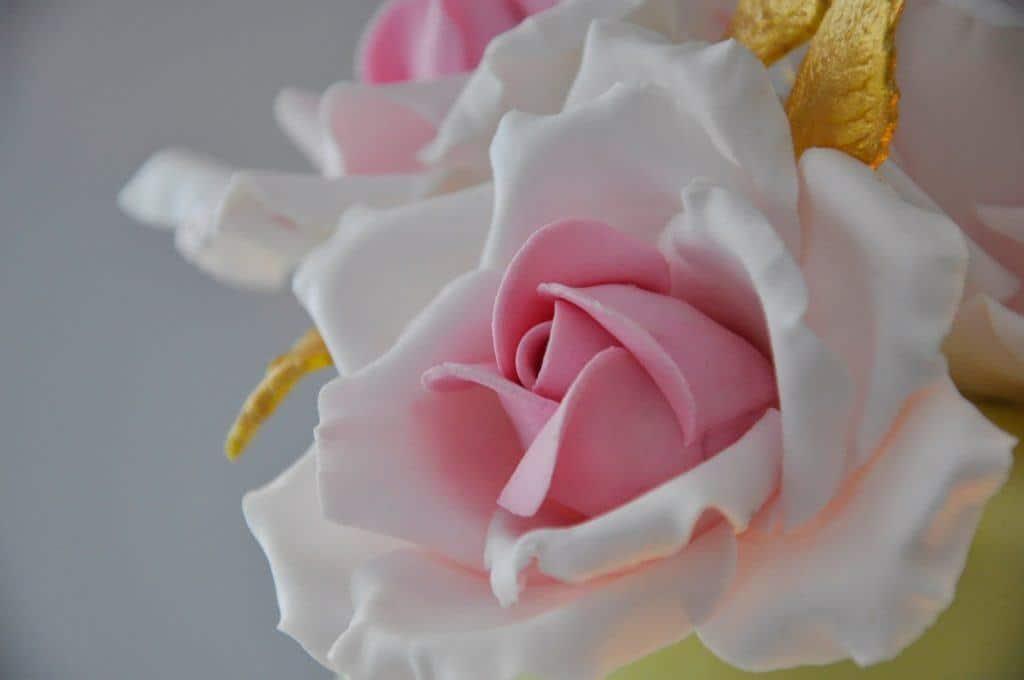 roze tort weselny