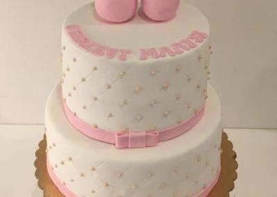 tort na chrzciny buciki