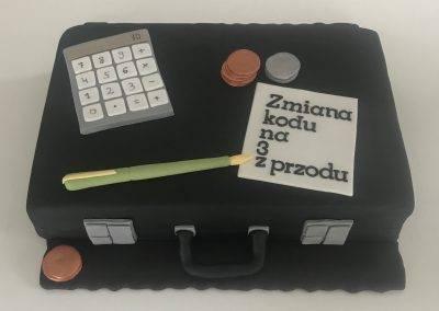 tort walizka księgowego