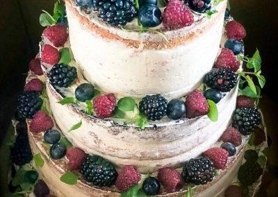 tort weselny naked z owocami