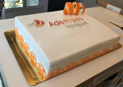 tort firmowy w pomarancze