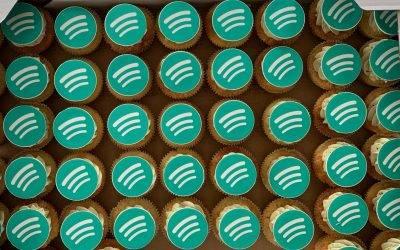 Muffinki z logo