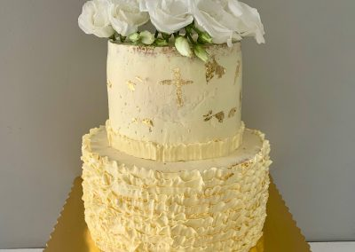 tort na komunie falbanki maslane