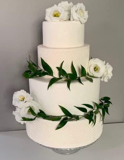 tort weselny jasno kremowy