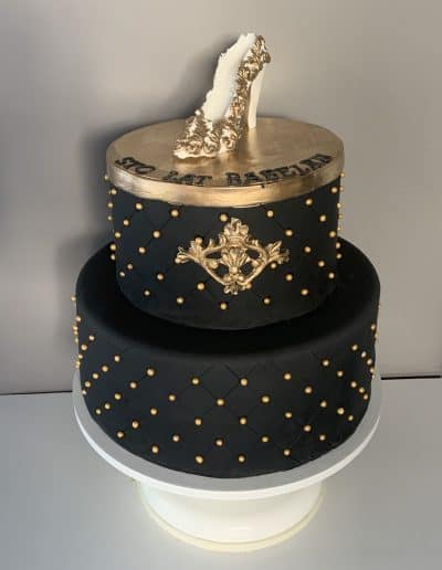 tort złota szpilka