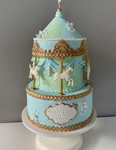 tort na chrzciny karuzela