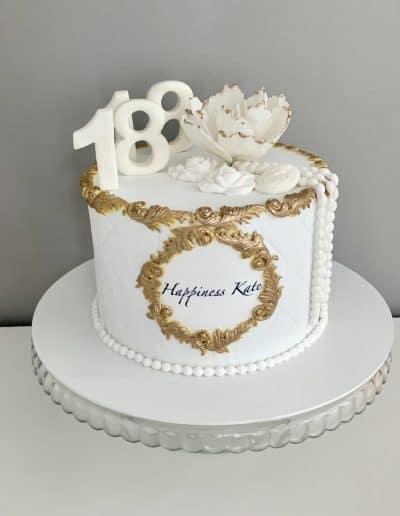 tort biały z kwiatkiem babciny