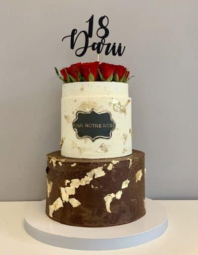 tort na 18-tke pudełko róż