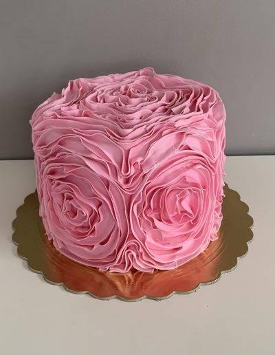 tort falbankowy rozowy