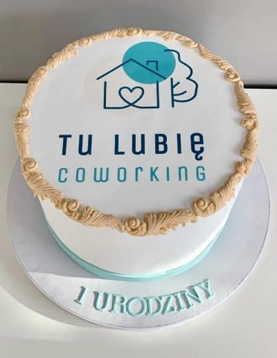 tort firmowy z logo