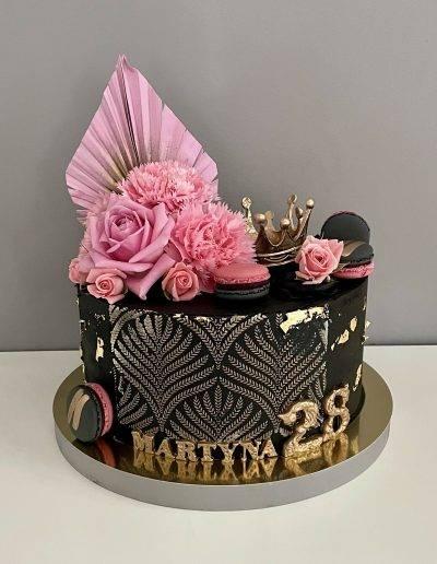 tort na urodziny miss czarny